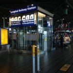 Как добраться из аэропорта до центра Амстердама на поезде?