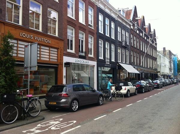 Шопинговая улица PC Hooftstraat в Амстердаме