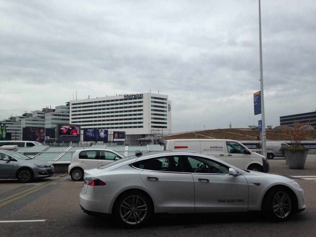 Такси Амстердам - аэропорт. Стоимость и заказ онлайн