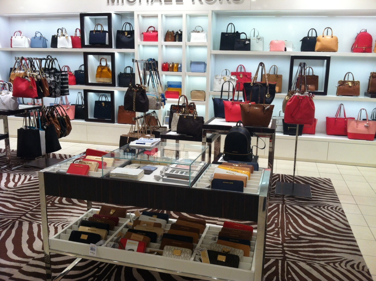 MICHAEL by Michael Kors - сумки, женская одежда, обувь, и