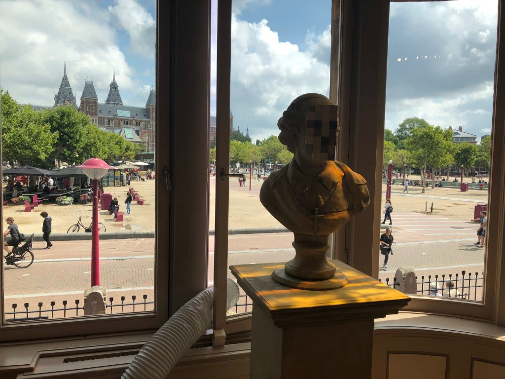 MoCo музей современного искусства в Амстердаме