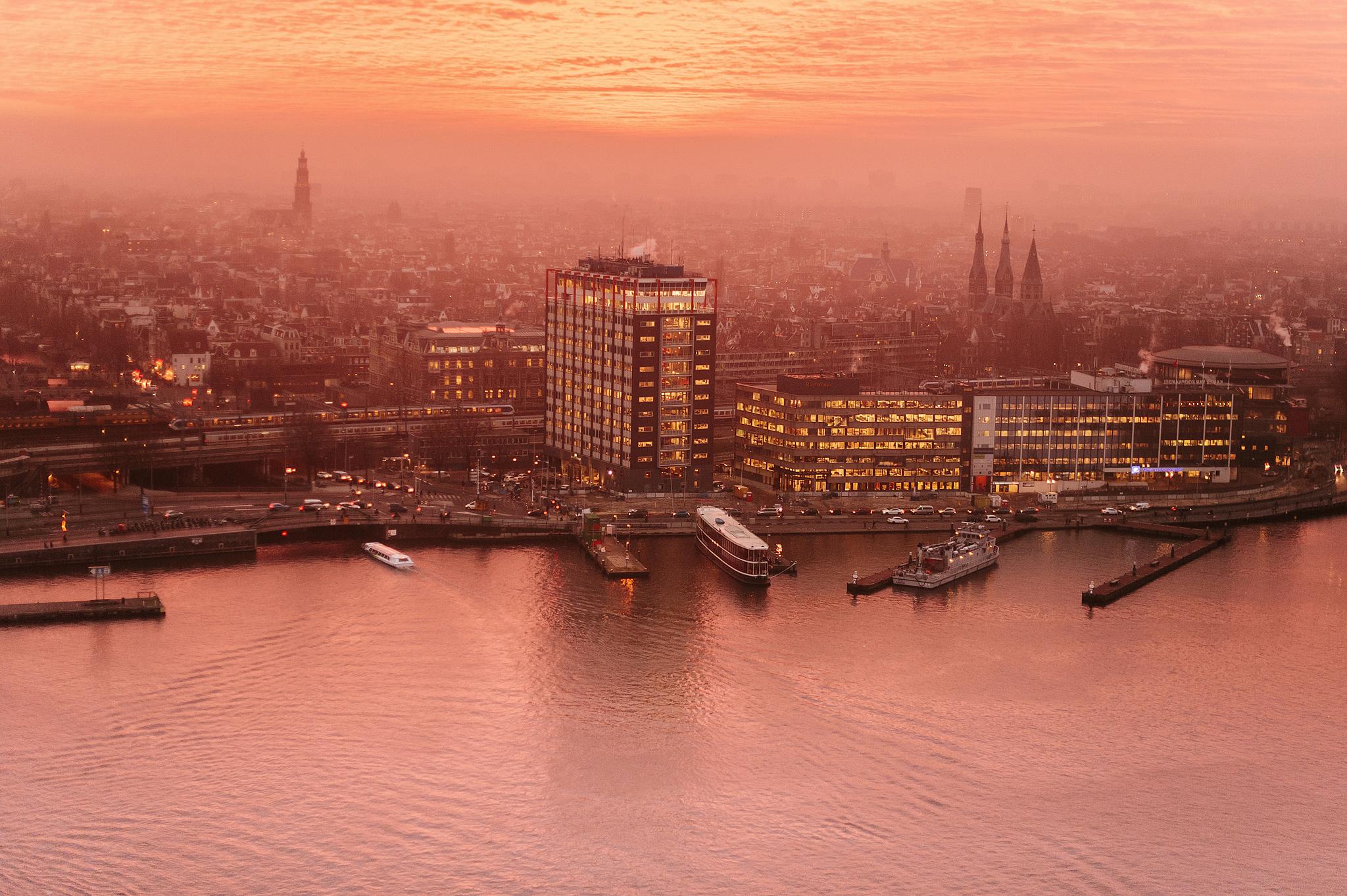 Панорамный вид на Амстердам со смотровой площадки A'DAM Lookout