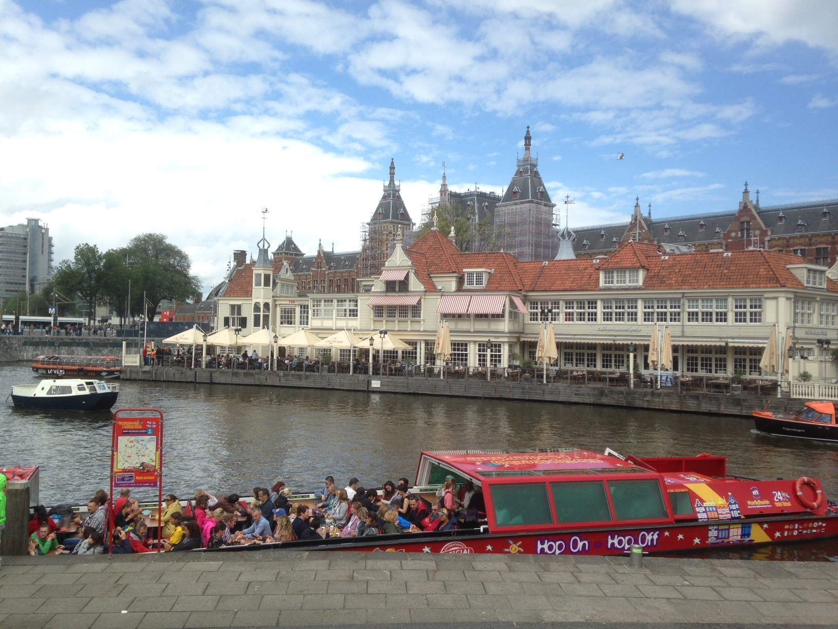 Hop On - Hop Off Boat Tour Amsterdam