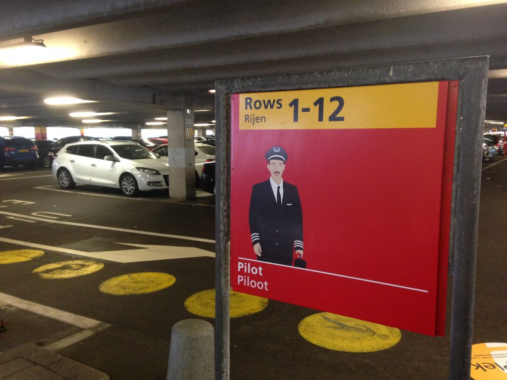 Сколько стоит парковка в аэропорту Схипхол?