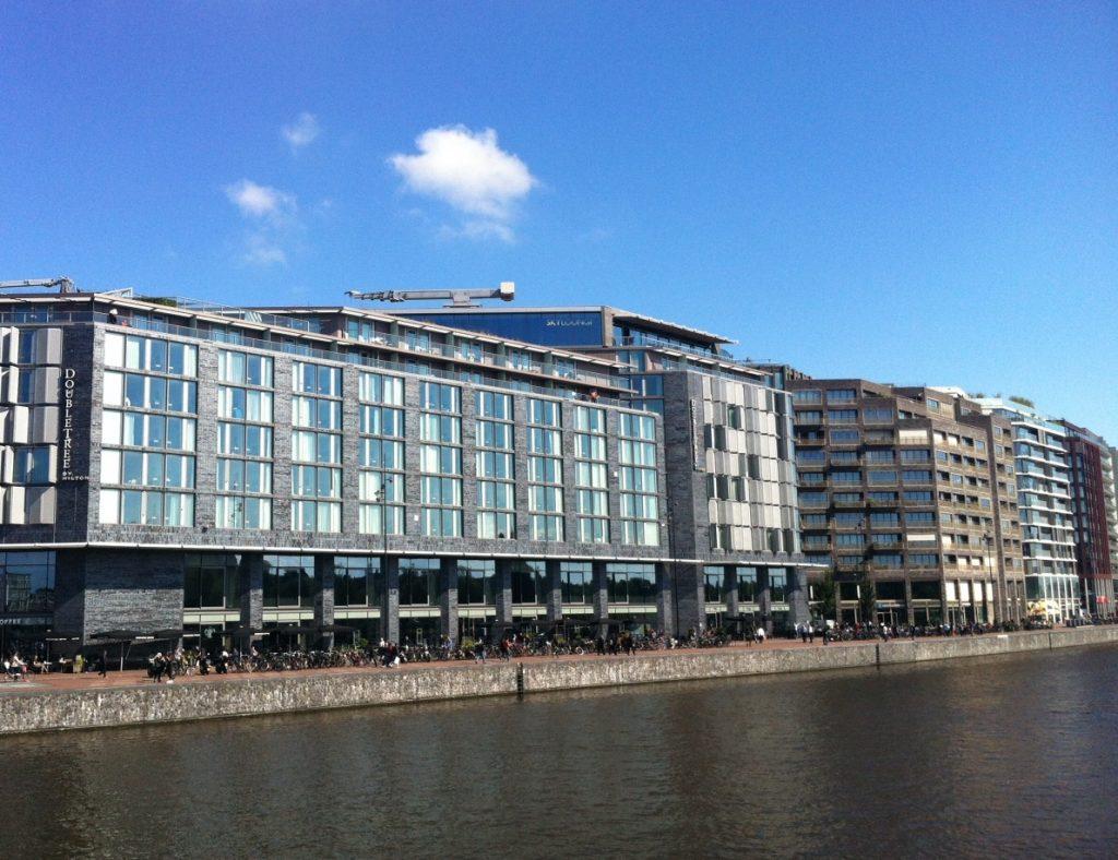 Забронировать отель в Амстердаме