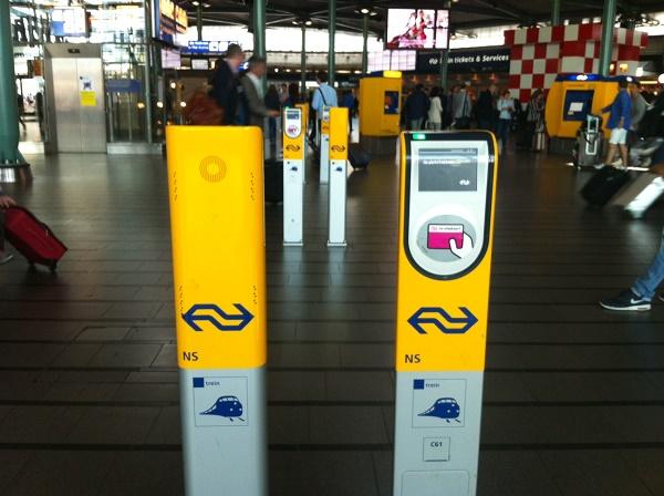 Автоматы для чек-ин и чек-аут в Голландии