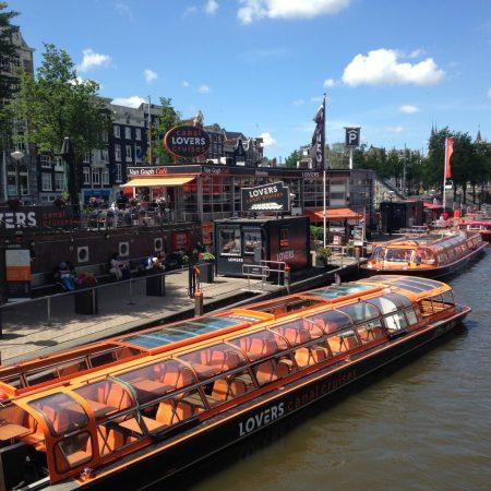 Как выбрать круиз по каналам в Амстердаме?