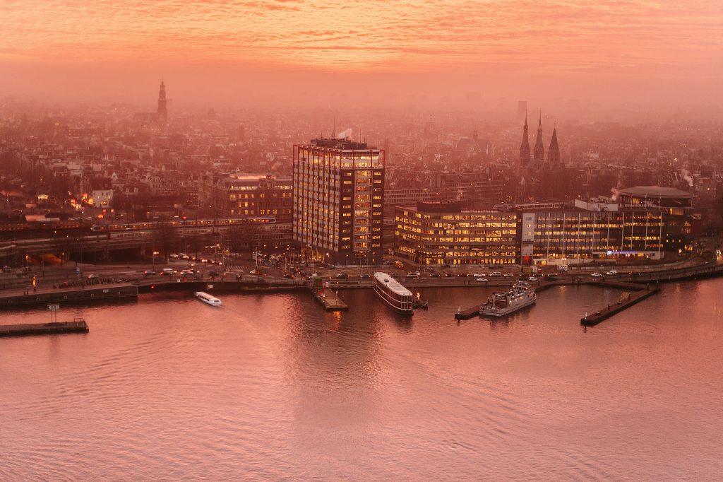 A'DAM Lookout вид с панорамной площадки в Амстердаме