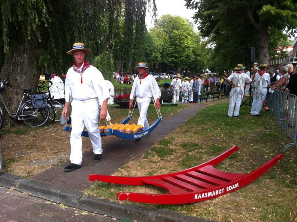 Сырный рынок в Голландии