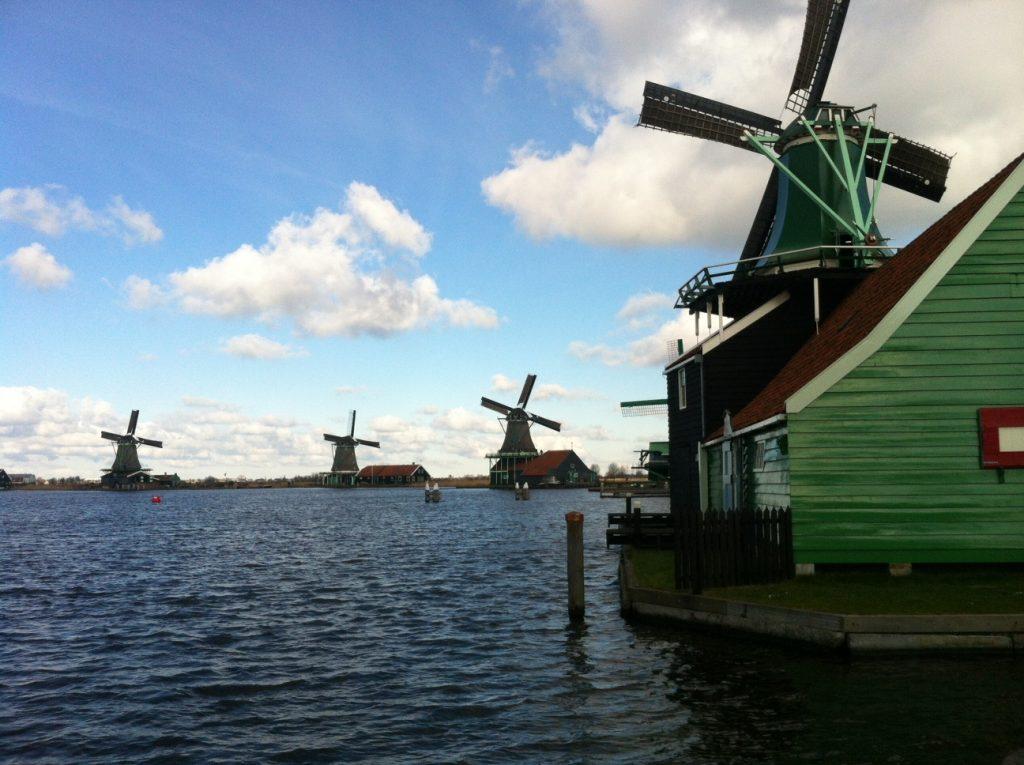 Заансе Сханс, аутентичная голландская деревня с мельницами