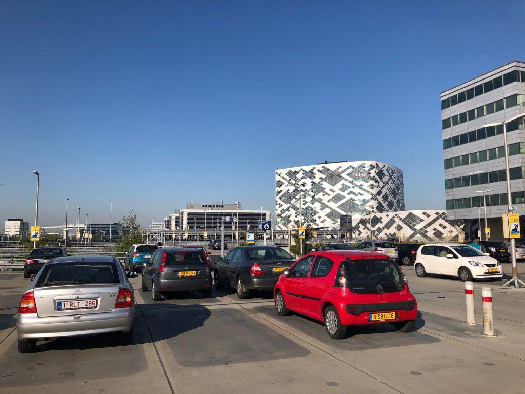 Парковка в аэропорту Схипхол